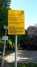 Milieuparkje Tilburg, Louis Bouwmeetserplein, waarschuwingsbord