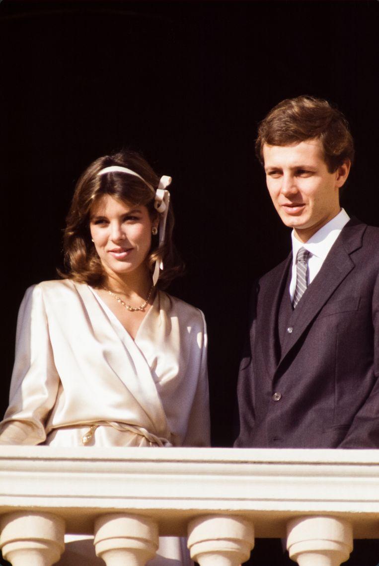 Caroline van Monaco met Stefano Casiraghi op het balkon van hun paleis bij hun trouwen op 23 december 1983.  Beeld Getty Images