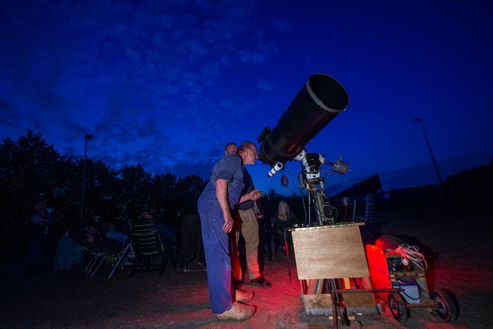 Met deze megatelescoop wordt onder meer Saturnus van dichtbij bekeken.