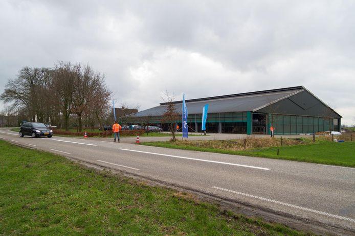 Uitbreiden wordt moeilijk voor boerderij De Paswever aan de Bornerbroekseweg in het Enterse buitengebied. Dat komt door de nieuwbouw van de overbuurman.