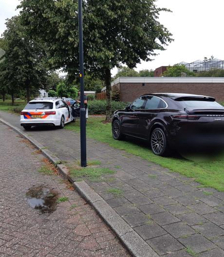'Proefrit' peperdure Porsche eindigt in Apeldoorn: bestuurder poetst de plaat