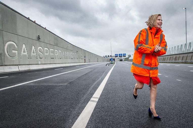 Minister Cora van Nieuwenhuizen  bij de opening van de Gaasperdammertunnel. Beeld Jean-Pierre Jans