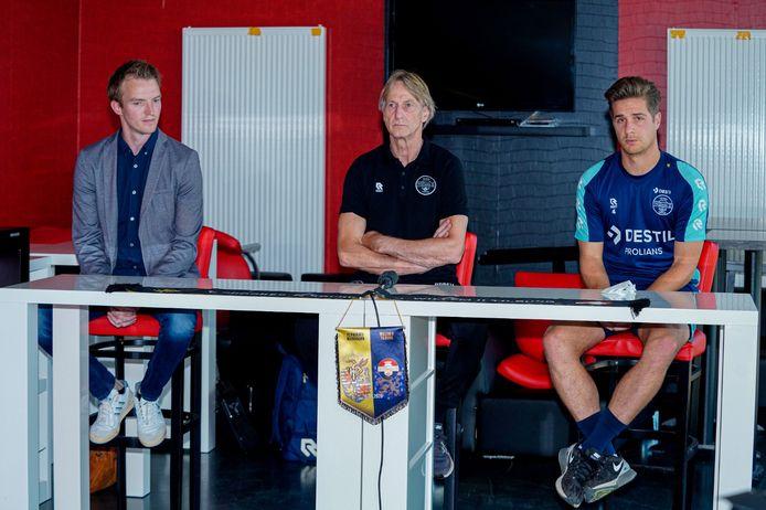 De persconferentie van Willem II in Luxemburg, met vlrn perschef Wouter Janssen, trainer Adrie Koster en aanvoerder Jordens Peters.