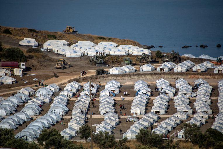 Het nieuwe tijdelijke opvangkamp van Kara Tepe op Lesbos. 'Welk leven hadden die mensen in Moria?', vraagt Fekete. 'Een kamp voor 3.000 mensen waarin ze met 12.000 leefden. Met amper toegang tot water en wc's.'   Beeld AP