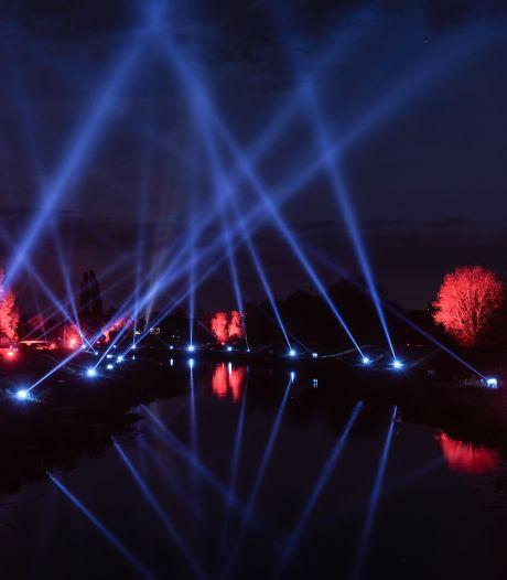 Bijzondere lichtshow boven Aa-strang verbindt Nederland en Duitsland
