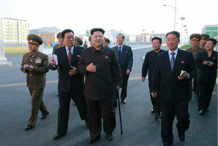 Kim Jong-un tijdens zijn eerste verschijning in het openbaar sinds een maand. Beeld epa