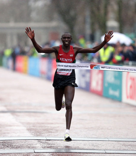 Kamworor loopt indrukwekkend wereldrecord op halve marathon