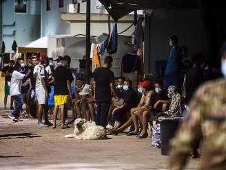 Meer dan 500 migranten aan boord van oude vissersboot komen aan in Lampedusa