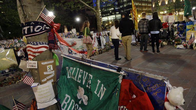 Een gedenkplek voor de aanslagen tijdens de marathon van Boston op Copleyplein Beeld ap