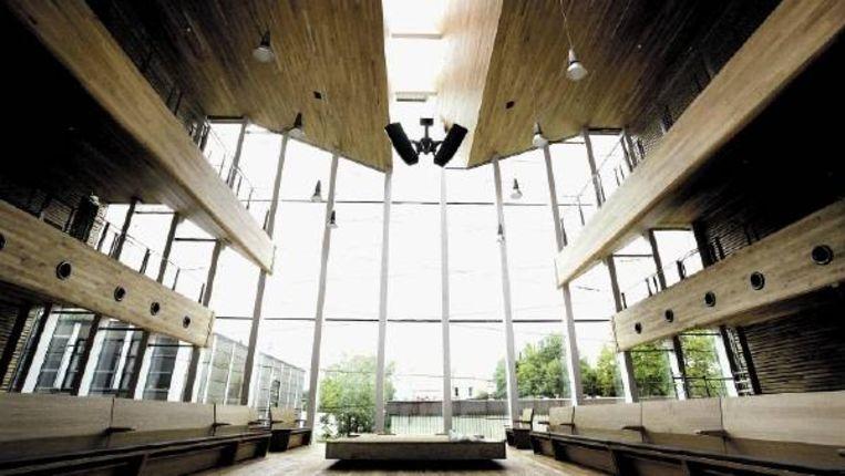 De nieuw synagoge aan de Zuidelijke Wandelweg in Amsterdam. Op de naast de synagoge gelegen begraafplaats Zorgvlied komt een crematorium. Om te voorkomen dat synagoge-gangers het crematorium zullen zien, zal de gemeente bomen planten, die ook ?s winters groen zijn. (FOTO MAARTJE GEELS) Beeld