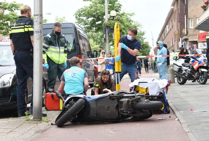 Bij een ongeval op de Rijnbaan in Utrecht raakten twee personen gewond.