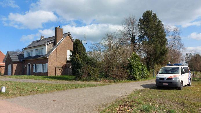 De politie viel deze ochtend binnen in een woning aan de Huiskens.