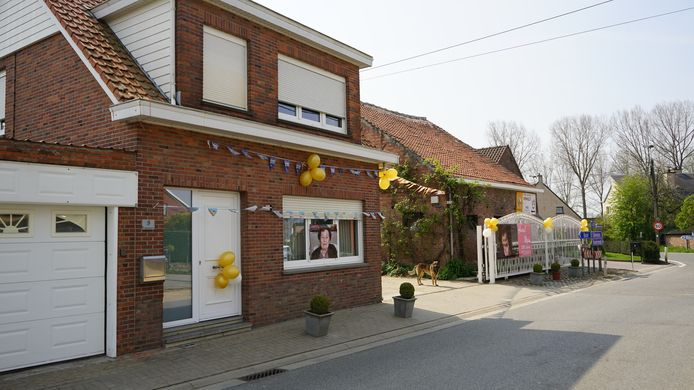 Familie en vrienden versierden het huis van Maria in de Kraakstraat.