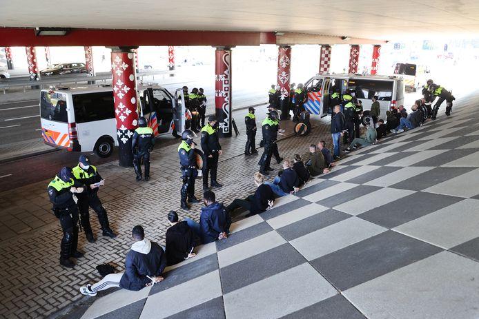 Meerdere supporters zijn vandaag aangehouden in Delft.