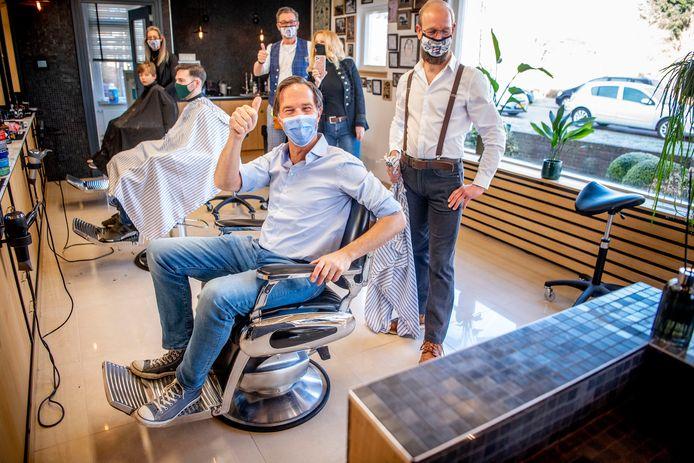 Op zaterdagochtend 6 maart heeft premier Mark Rutte een bezoek gebracht aan zijn kapper Marco Rimmelzwaan aan de Prins Hendriklaan in Leidschendam.