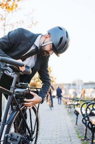 Tot een paar duizend euro per jaar: hoeveel brengt het op als je je auto inruilt voor een (elektrische) fiets?