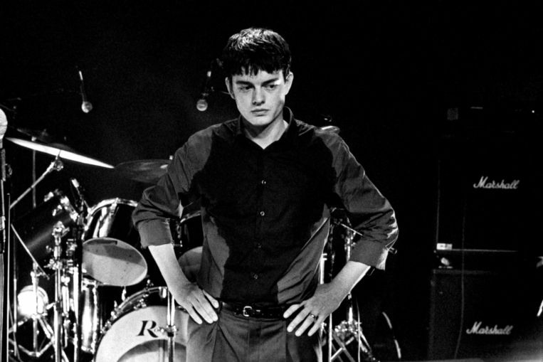 Sam Riley als Ian Curtis in 'Control'. Beeld
