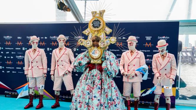 Artiesten presenteren zich op turquoise loper voor aftrap Songfestival, maar niet elk land is erbij
