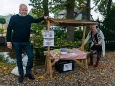 Wie steelt de eieren uit Roberts kraampje? 'Dief rijdt in peperdure auto, maar steelt eieren voor 6 euro'