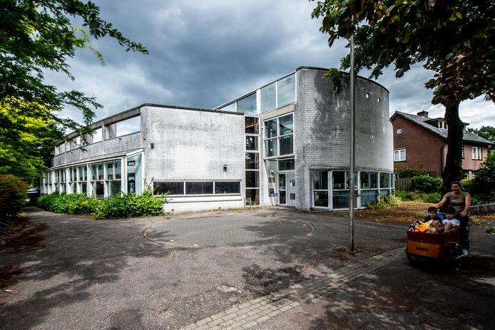 De oude bibliotheek van CODA in Ugchelen; voorbeeld van een kwestie waarin het dorp een belangenbehartiger nodig heeft.