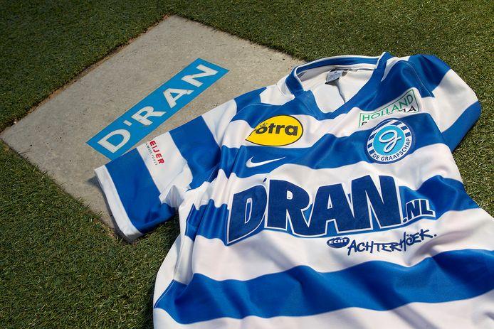 Een oud shirt van voetbalclub De Graafschap.