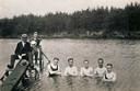 De jaren 20: een beeld van zwemmers in het Staalbergven, toen de discussie over al dan niet gemengd zwemmen volop woedde.