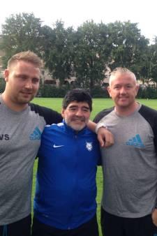 Voetbaltrainer uit Arnhem stond tegenover Maradona: 'Klein kereltje, wel een mythe'