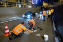 Gladde putdeksels werden gezien als mogelijke oorzaak van de ongelukken in de Willemstunnel. De drie deksels in de tunnel worden voorzien van een coating om ze stroever te maken.