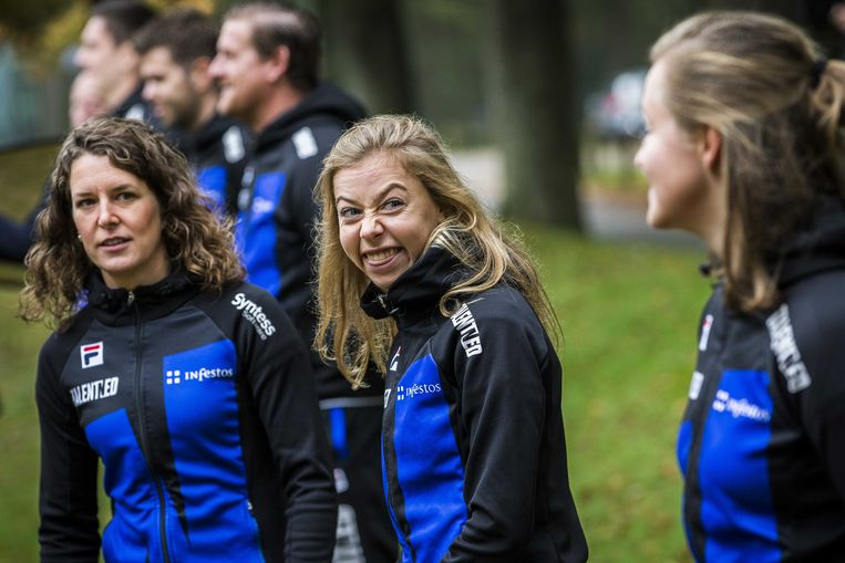 Ireen Wust (links), donderdag tijdens de presentatie van de TalentNED schaatsploeg. Beeld ANP