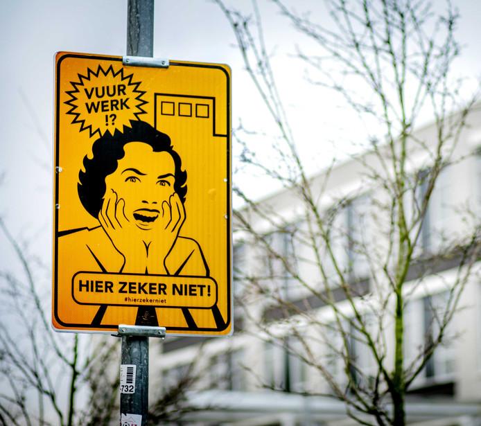 Een bord dat een vrijwillig vuurwerkvrije zone aanduidt. In zo'n zone geldt een vuurwerkverbod.
