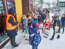 Blijdschap op de basisschool: eindelijk kunnen de leerlingen hun klasgenoten weer écht zien