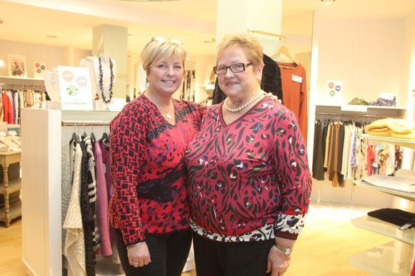 Tania Vijverman en haar moeder Annie Steenhaut zijn begonnen met de uitverkoop van Anny Couture in de Kasteeldreef in Lede.