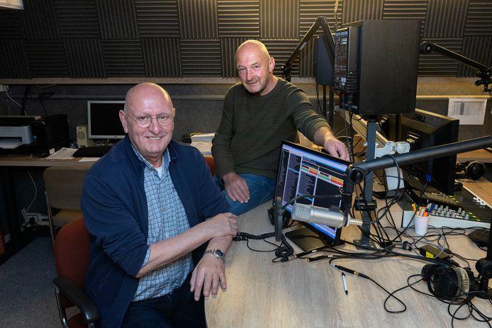 Ties Wijnen (links) en Wil Wouters blazen Radio Roslo nieuw leven in.