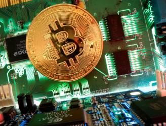 Na records is nu weer daling ingezet: waarde van bitcoin zakt flink weg