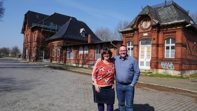 Edward en Ingrid uit Zwolle verbouwen een heel station in Oost-Duitsland (en zijn daarom te zien bij Ik Vertrek)