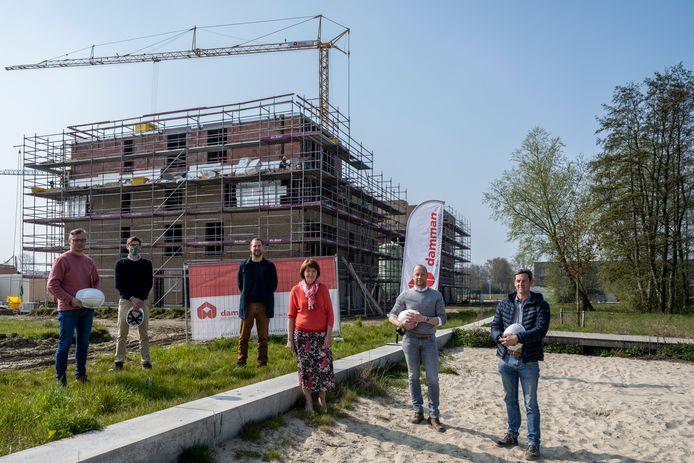 Bij Volkswelzijn zijn ze gestart met de bouw van twee flatgebouwen.