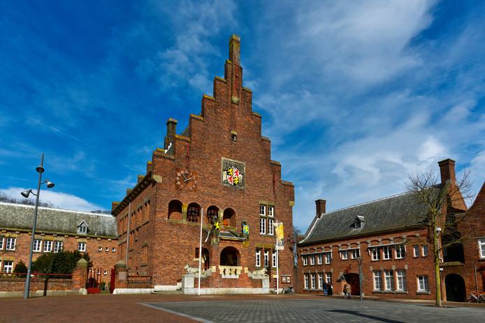 Stichting Huis van Waalwijk heeft het oude gemeentehuis nieuw leven in geblazen. Het bestuur vreest dat dat allemaal voor niks is geweest als de gemeente de kelder van het pand gaat verhuren aan een commerciële partij.