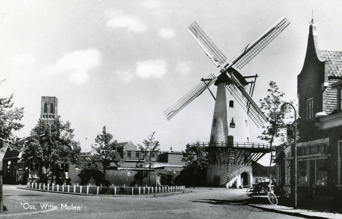 De molen Nieuw Leven aan de Nieuwe Brouwersstraat waar in 1943 molenaar Van den Bos tweedehands stoelen wilde verkopen om wat bij te verdienen.