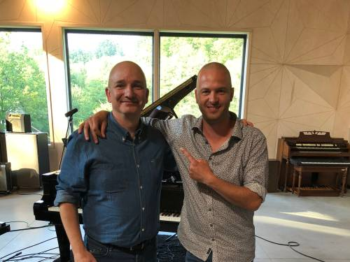 """""""Dankzij Stan Van Samang vond ik mijn liefde voor muziek terug"""": ondernemer Ivaan (51) brengt eerste single uit en ziet het groots"""