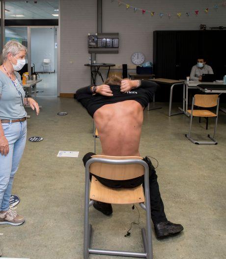 GGD vaccineert studenten gewoon in het klaslokaal van het ROC in Tiel