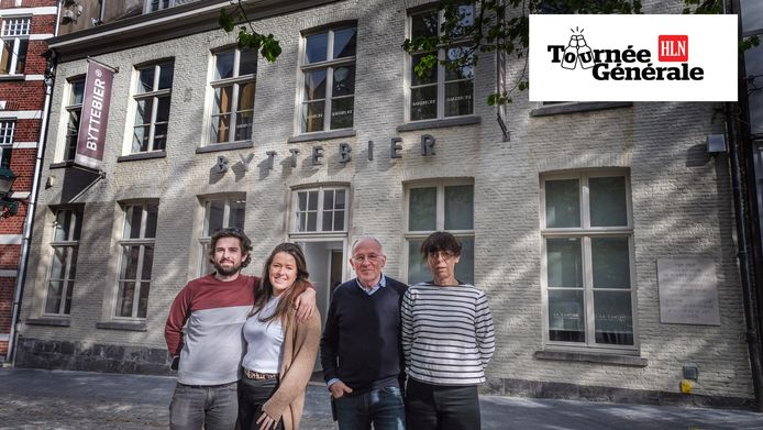 Koen Byttebier en zijn vrouw Lieve samen met dochter Sofie en haar vriend Jeroen Tack voor lunchrestaurant La Cantine, waar straks een ruim terras komt.