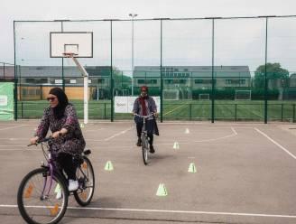 Twaalf volwassenen behalen fietsdiploma in Sint-Truiden