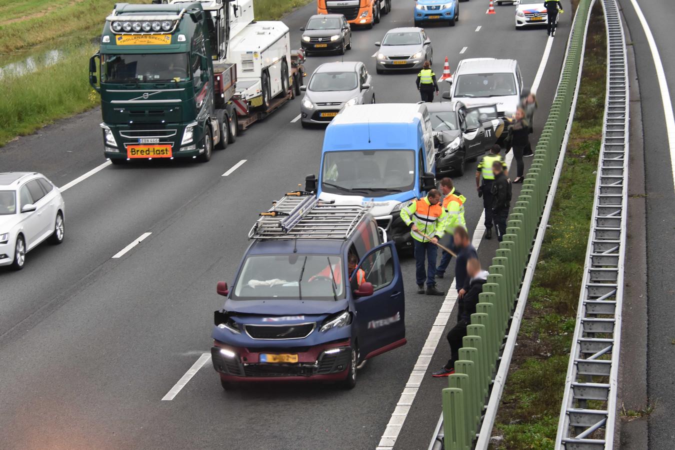 Meerdere auto's op elkaar op de A28 tussen De Wijk en Nieuwleusen.