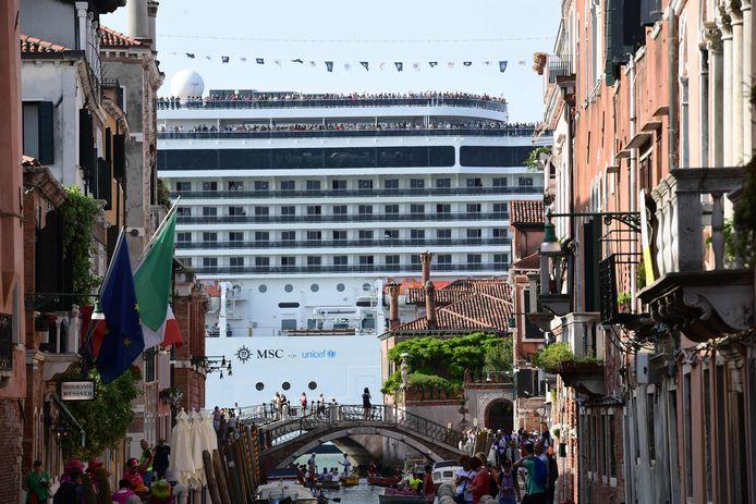 De MSC Magnifica gezien vanuit de binnenstad op 9 juni.