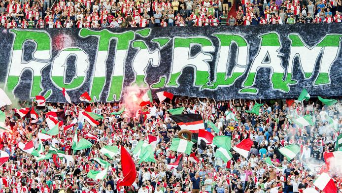 Liefst 5000 supporters van Feyenoord zitten donderdag in het Stadio Olimpico van Rome