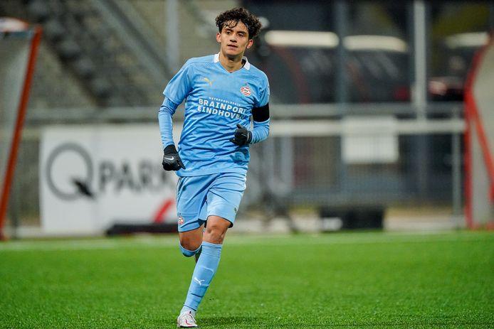 Richard Ledezma in actie voor Jong PSV tegen MVV. Hij scoorde niet, maar was wel belangrijk voor de ploeg.