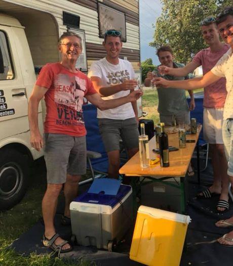 Vier Twentse vrienden beleven onvergetelijke roadtrip door Europa: 'Met deze plek in Hongarije hebben we geluk'