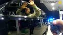 Luitenant Caron Nazario wordt bespoten met pepperspray.