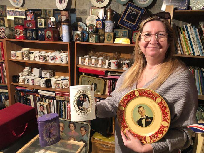 Tanja Niesten verzamelde al  ontelbare spullen van het Britse koningshuis, maar kent ook als geen ander de vele verhalen.