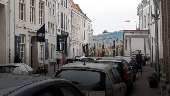 Afsluiting Waalkade zorgt voor knelpunt in Benedenstad: het is er héél krap voor vrachtwagens